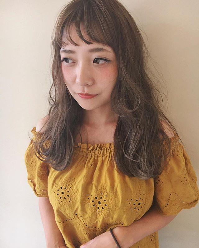 前髪あり ロングヘア 巻き髪アレンジ4
