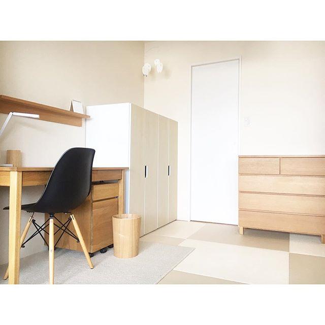 収納家具や机を置いた和室子供部屋