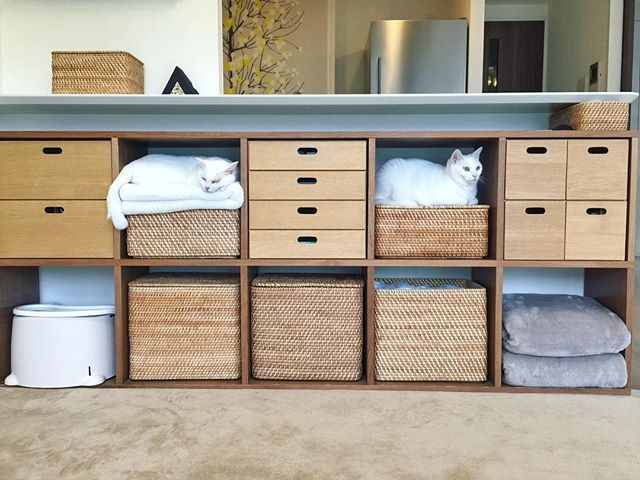 箱やチェストを組み合わせた素敵な収納家具