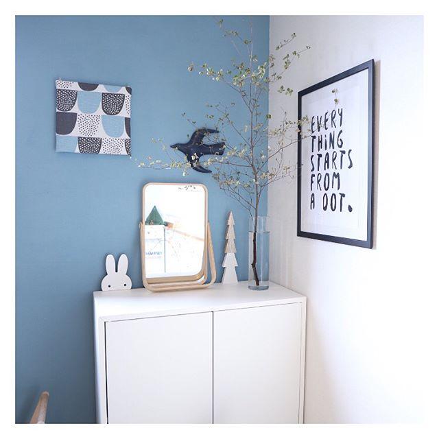 リビングのキッズスペースに似合う水色壁紙