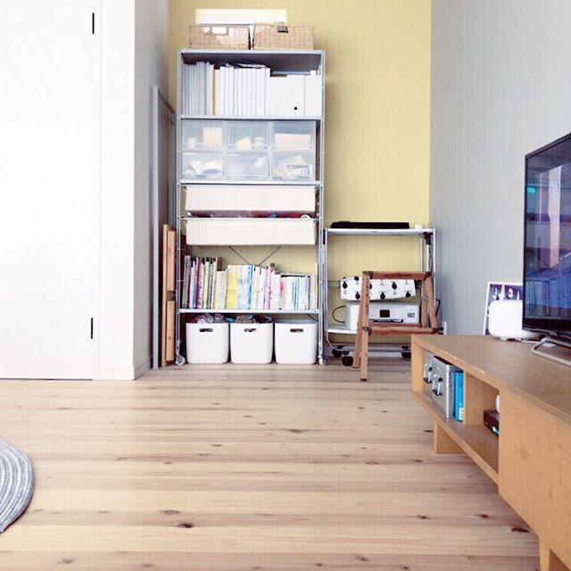 人気アイテムを居間の本棚にする使い方