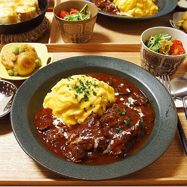 牛すね肉の肉料理に!人気のオムビーフシチュー