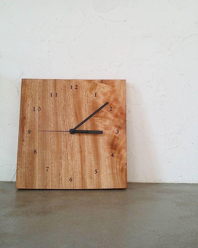 男女ともに人気のデザイン掛け時計6