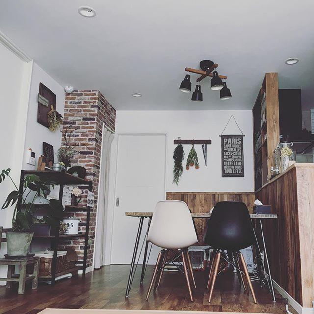 壁紙を使って素敵なカフェ風テイストをプラス