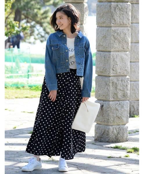 デニムジャケット×ネイビードット柄スカート