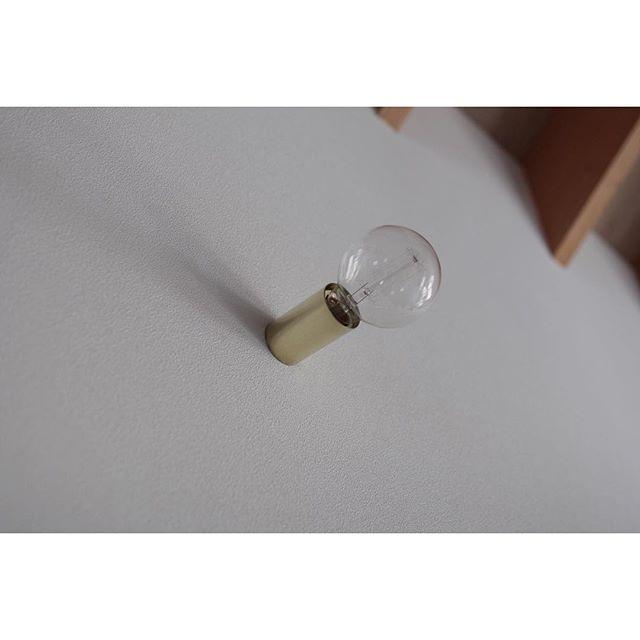 真鍮と裸電球の相性はピッタリ
