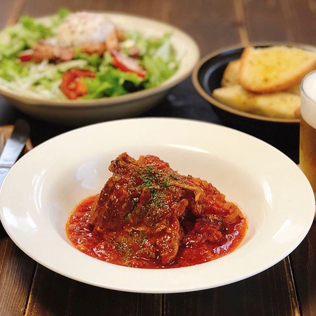 肉料理にはこのレシピ!スペアリブのトマト煮込み