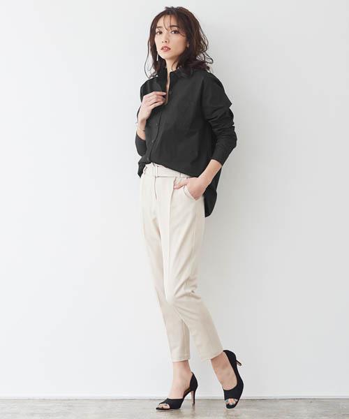 抜き襟気味に着たいポケット付きロングシャツ