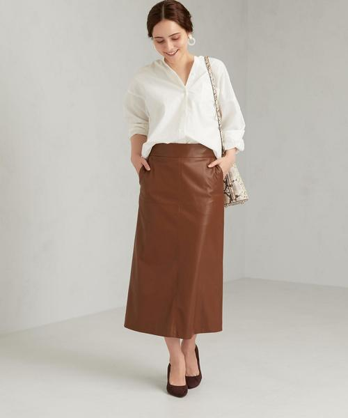白トップス×レザースカート