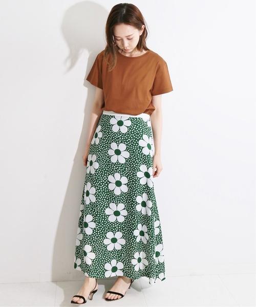 花柄スカートのハワイファッション