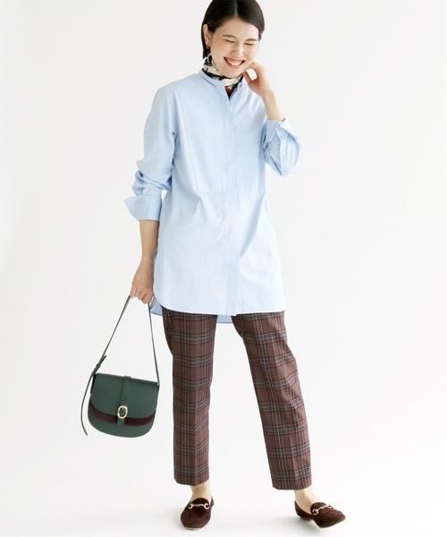 大人女性のシャツを使った通勤ファッション