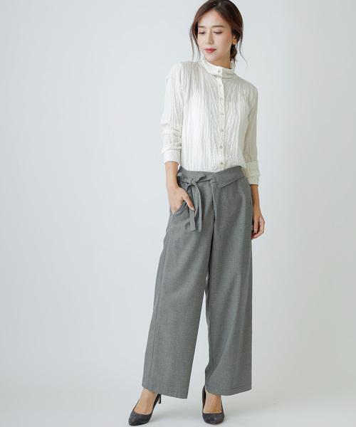 女性らしいモダールシルクのスタンドカラーシャツ