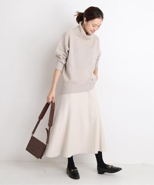 ローファーの大人っぽいスカートコーデ