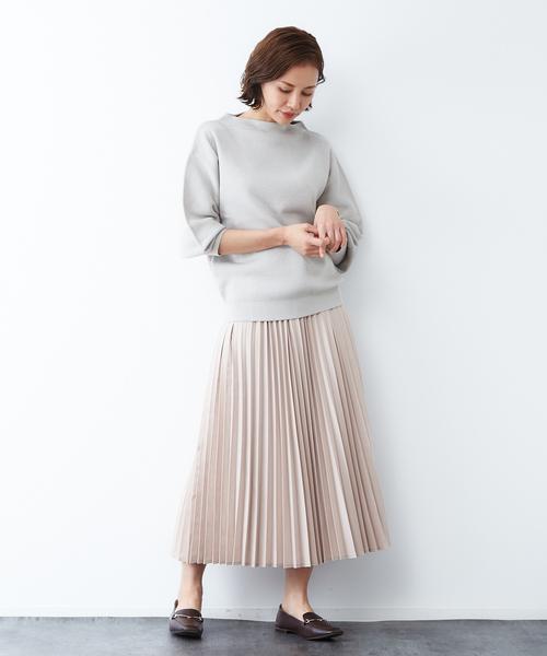 細めプリーツスカートで作る大人魅せ上品コーデ
