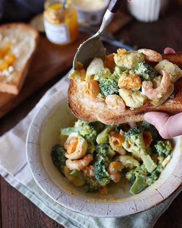 おすすめの付け合わせに!海老とアボブロのサラダ