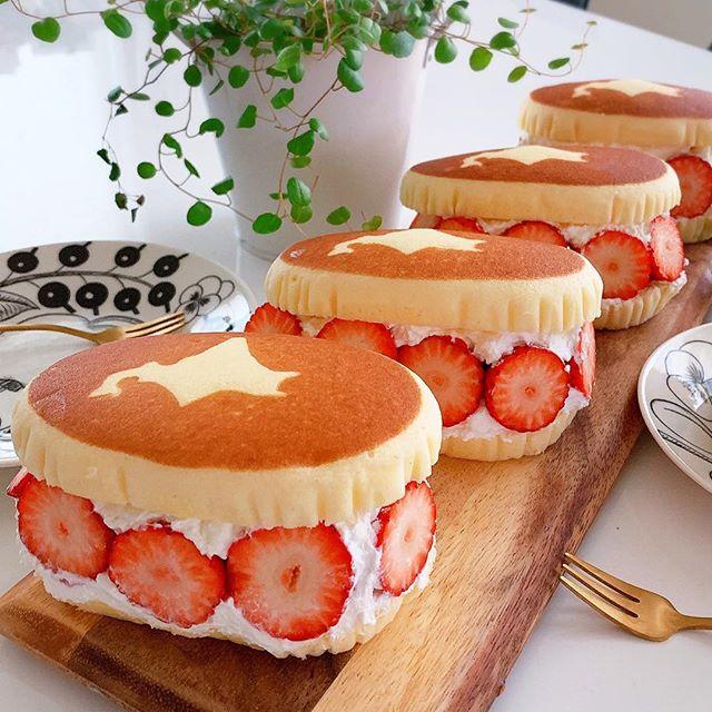 簡単お菓子!チーズ蒸しケーキのいちごサンド