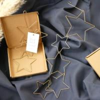 飾るだけで雰囲気の出る一品!ゴールドがお洒落な「星の形のガーランド」