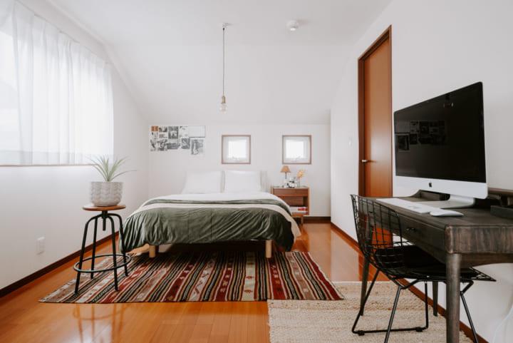すっきり整頓された二人暮らしの寝室