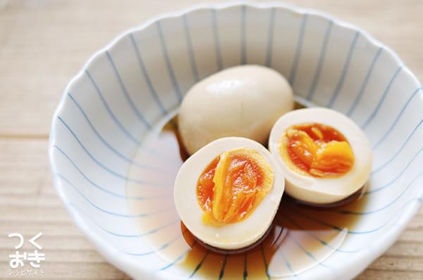 作り置きレシピに!出汁が効いた人気の半熟卵漬け