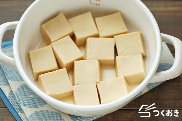 ざるそばと!高野豆腐で付け合わせの含め煮