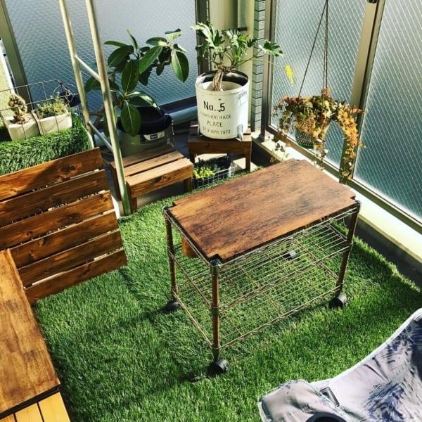 人工芝でグリーンたっぷりのおしゃれなベランダ