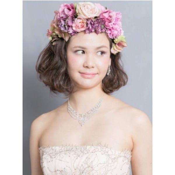 花嫁向け前髪なしの髪型⑦ゴージャス花飾り