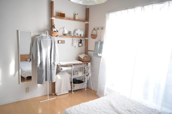 4畳半寝室にベッドとシェルフをレイアウト
