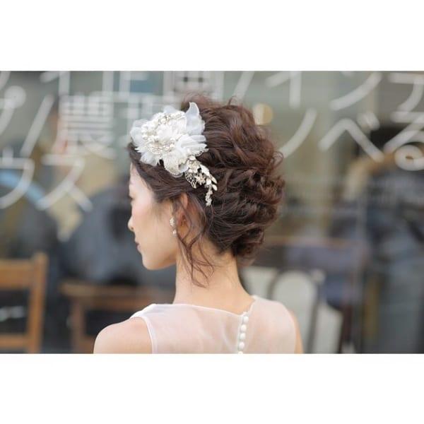 花嫁向けアップの髪型②ツイストアップ