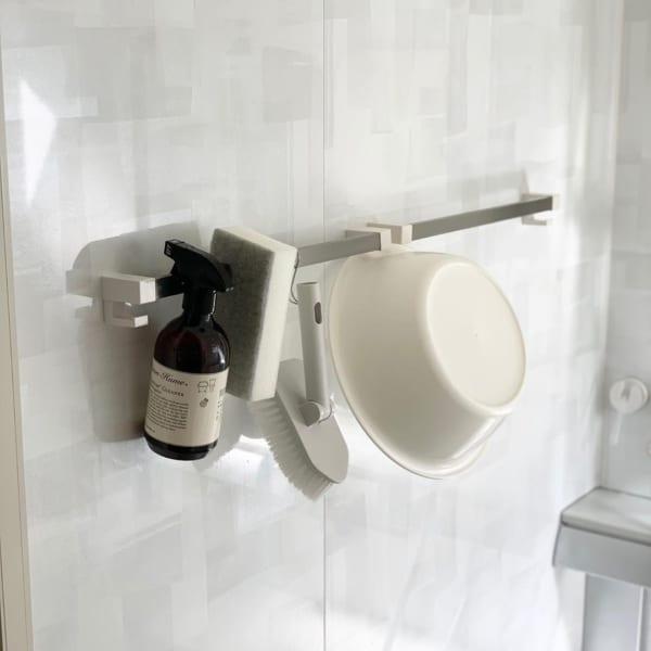 浴室のアイテムは浮かせて収納