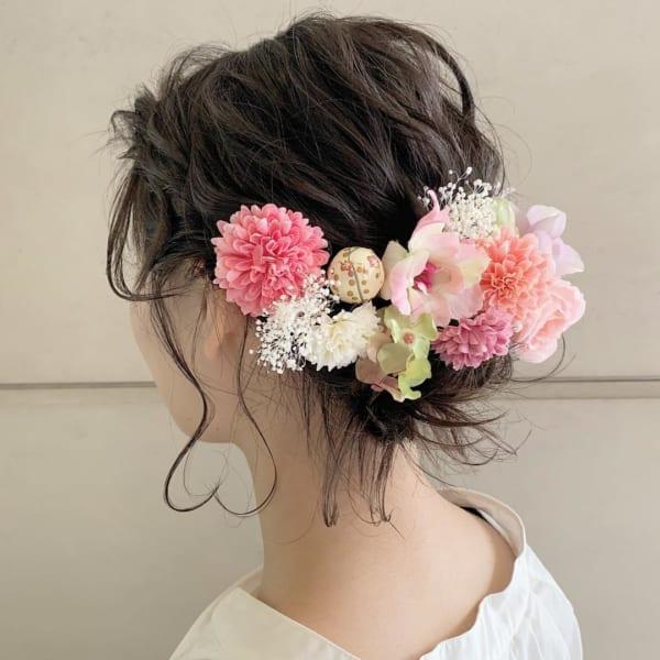 花嫁向けアップの髪型③上品な低め&花