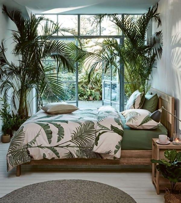 植物でジャングル風リゾートコーディネート
