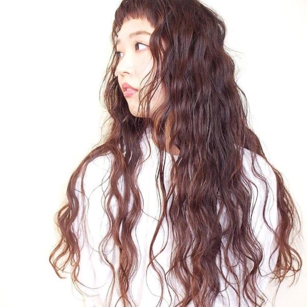 しっかりパーマの前髪ありロング