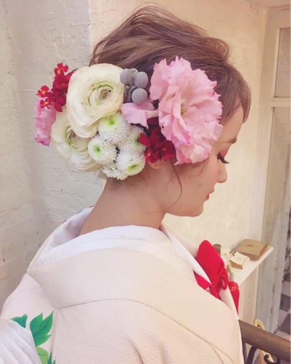 花嫁向けアップの髪型⑦和装向けの豪華なお花