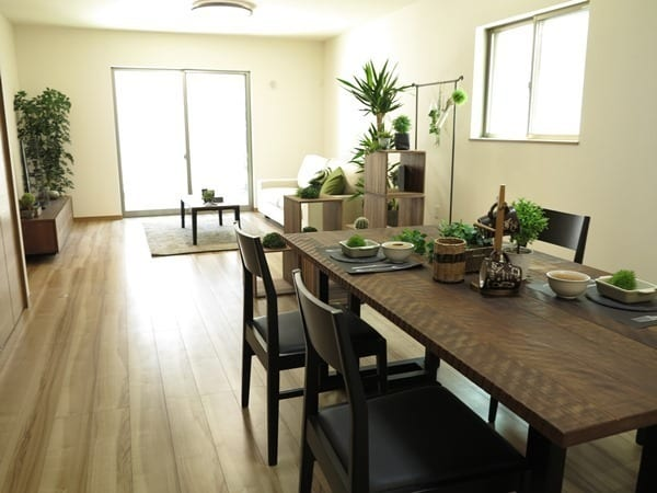 家具で区切った15畳LDKのレイアウト