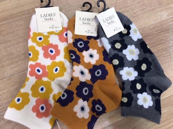 女性らしい花柄靴下