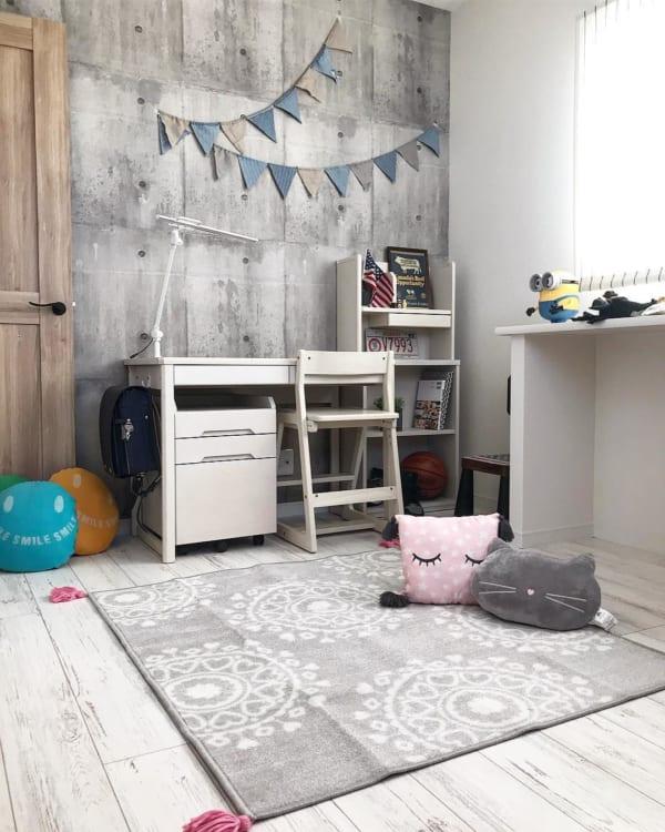 人気のコンクリート風壁紙の子供部屋