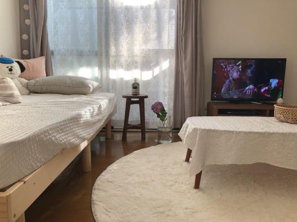 シンプルなベッドの5畳のレイアウトアイデア