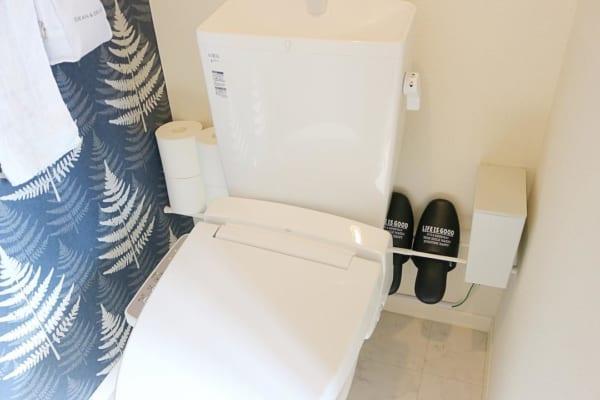 アイデア④突っ張り棒でトイレ収納