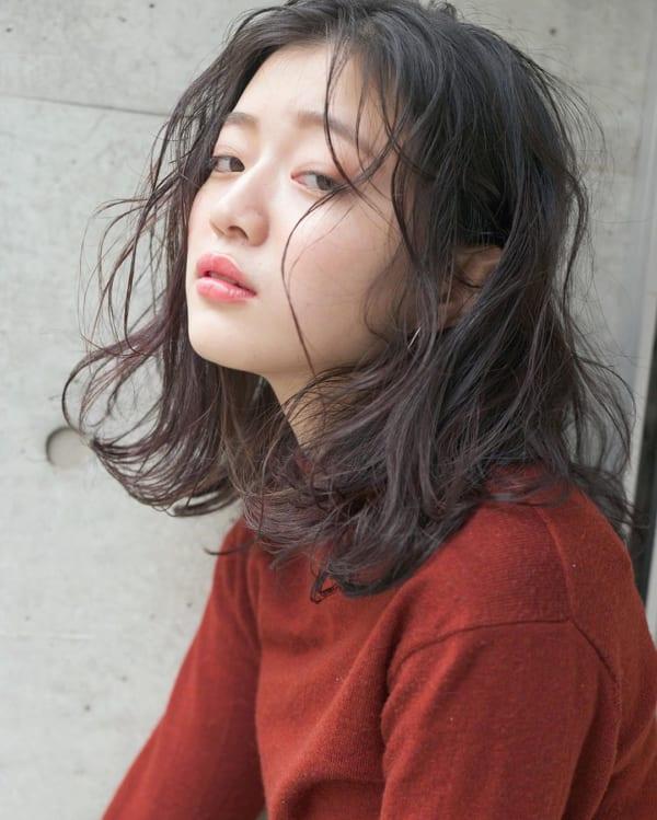 センター分け前髪×ミディアムヘア《黒髪・暗髪》3