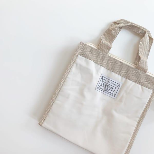 シンプルなタグがおしゃれな保冷バッグ