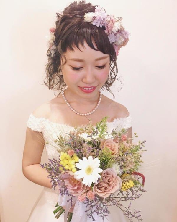 花嫁向け前髪ありの髪型⑤個性的なアシメ