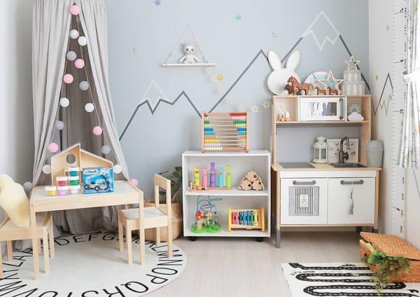 おもちゃと収納を兼ねるままごとキッチン収納