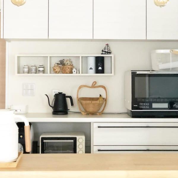 インテリアオブジェを置く棚としてキッチンに