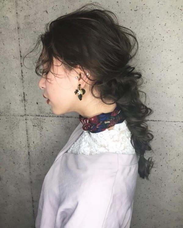 黒髪 ロング パーマ ヘアアレンジ7