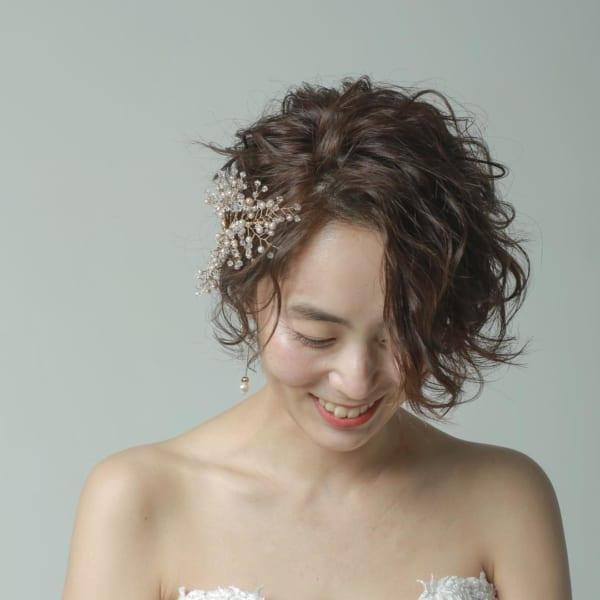 花嫁向け前髪なしの髪型③サイドパート&ウェーブ