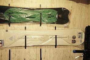 構造用合板の壁=手を入れる「余白」壁にはボルダリングを設置。6