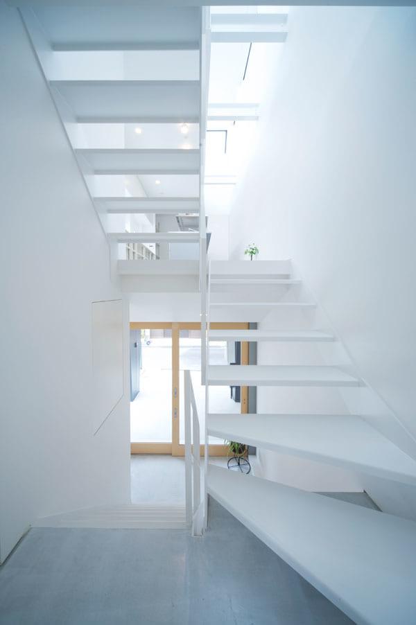抜け感のある階段デザイン