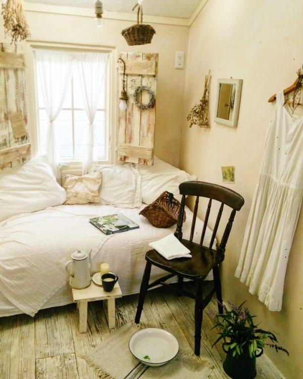 ナチュラルなフレンチスタイルの寝室
