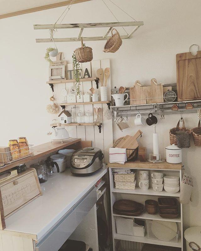賃貸の台所のはしごを使ったキュートな保管術