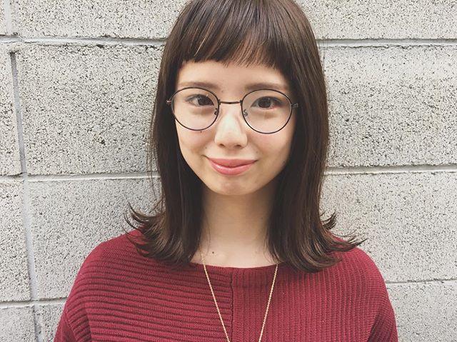 ぱっつん前髪で小顔効果のあるスタイル